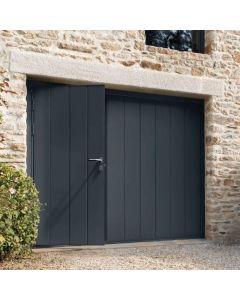 Porte de garage basculante Cottage, Le panneau de cette porte de garage basculante avec porte intégrée en option affiche une résistance de haute performance grâce à ses panneaux acier ThermoRésistant double paroi. Cette résistance est associée au cadre en
